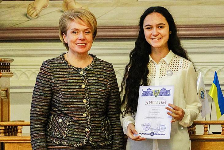 Майже 300 учнів отримали президентські стипендії