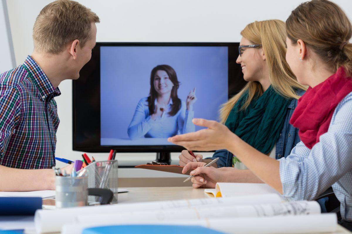 Як вчителю зробити освітнє відео в класі чи вдома