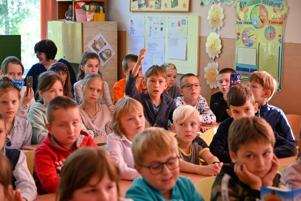 Як у школі в Івано-Франківську вчать доброчесності. Репортаж з уроку Сашка Дерманського